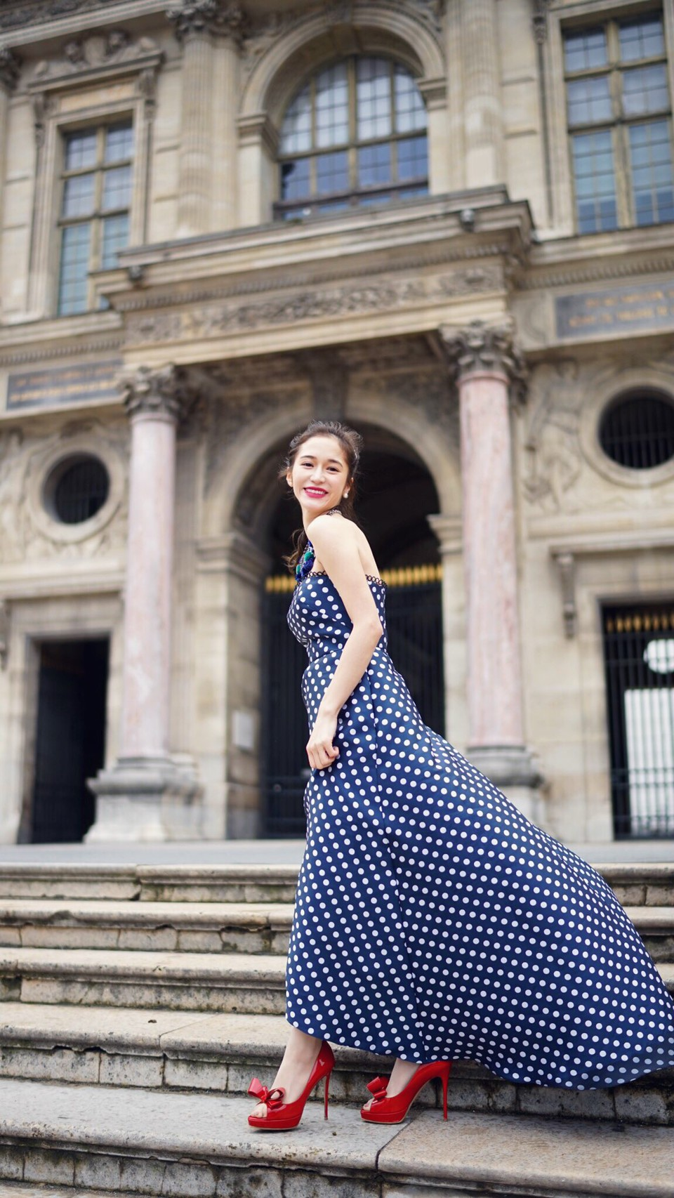 大人気のインスタグラマーFukishaljことFukiさんがパリでML Monique Lhuillierのドット柄のパーティードレスを。