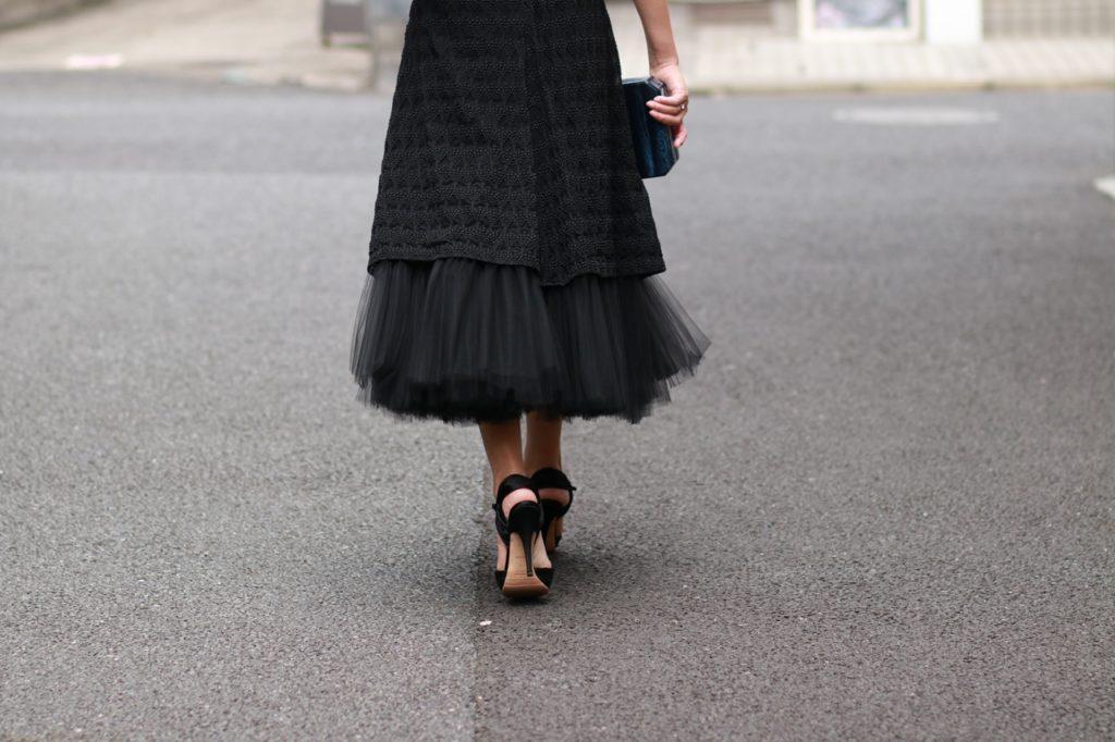 おしゃれなリトルブラックドレスはレンタルで。Walk like you have three men walking behind you.