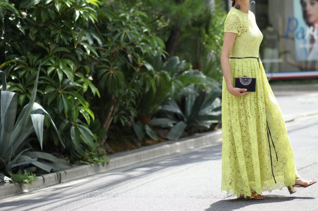夏のパーティーにおススメのレンタルドレス