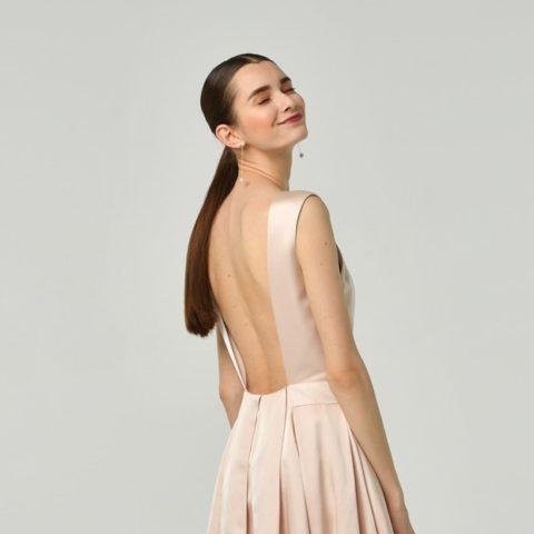 シルク(絹)素材のドレスの魅力