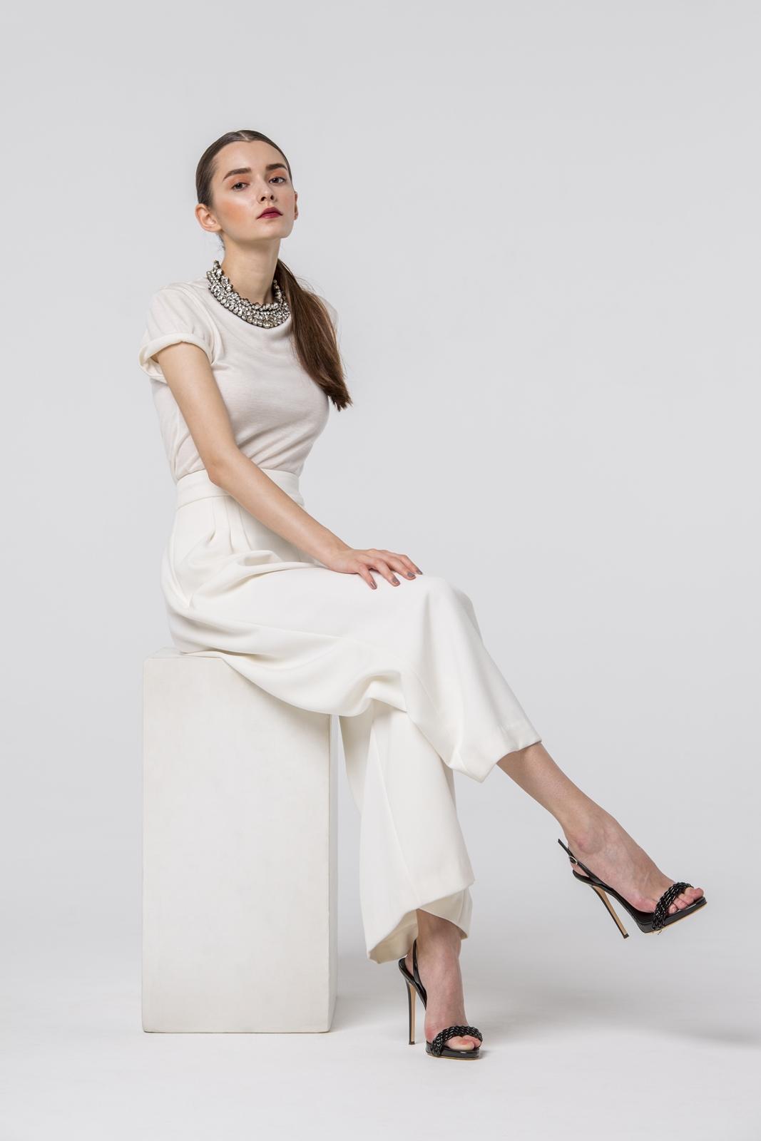 おしゃれな花嫁様にはシンプルな2次会ドレスがおすすめ。特に人気のホートンのドレス。