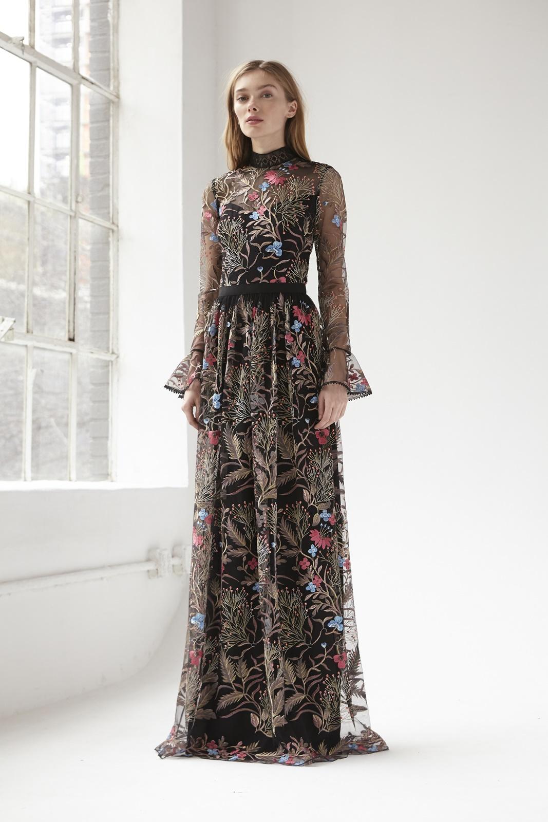 華やかな刺繍が施された長袖の結婚式やパーティーにおすすめのおしゃれなエムエル・モニーク・ルイリエ(ML Monique Lhuillier)のロングドレス