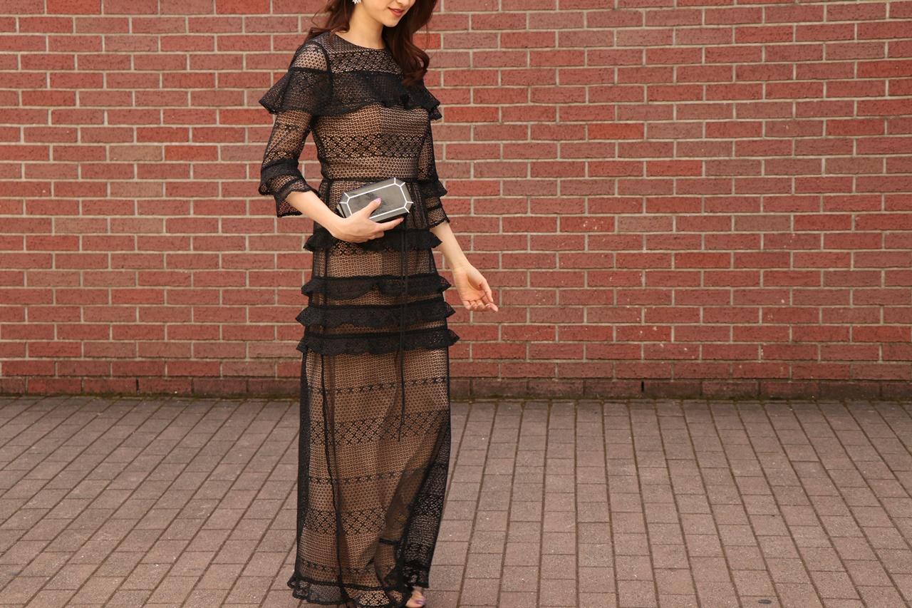 結婚式、お呼ばれにはおしゃれな袖有の黒のレースロングドレスをレンタルするのがおすすめ