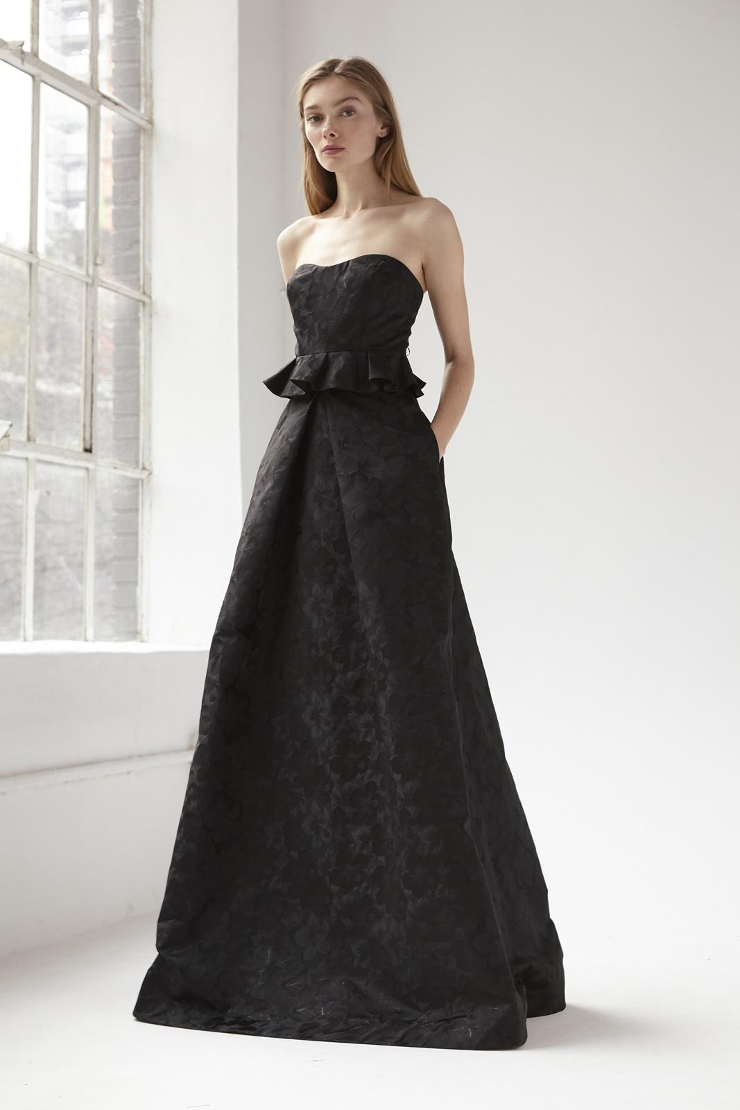 銀糸をしようしたお花模様の生地が華やかなの新作のエムエル・モニーク・ルイリエ(ML Monique Lhuillier)のおしゃれなおすすめのブラックロングドレス