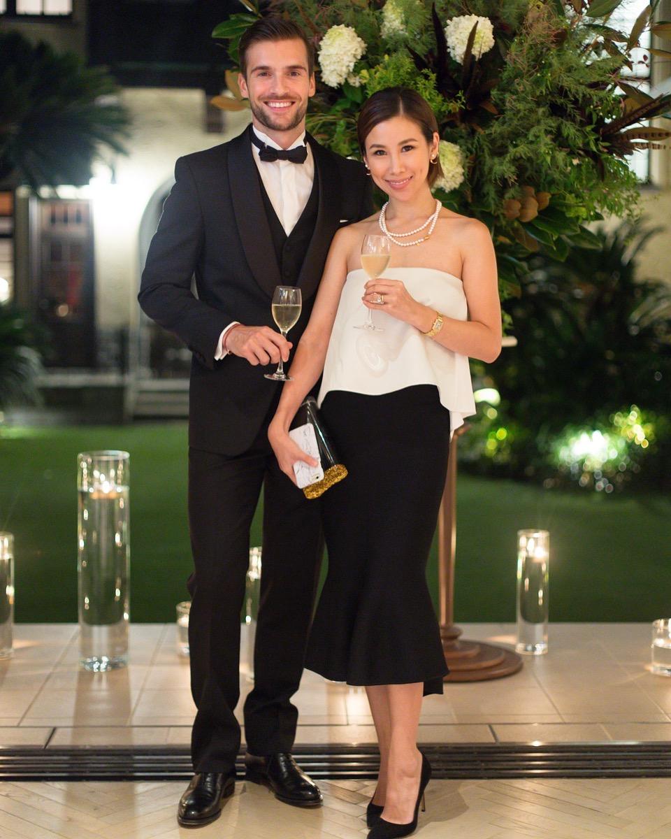 レンタルのパーティードレスとタキシードでドレスアップするカップル。それでってやっぱり大事!