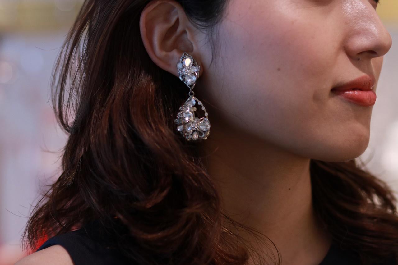 クリスタルのビューが美しい揺れるクリップタイプのイヤリングはマリアエレナ(Marie Elena)のレンタルイヤリング