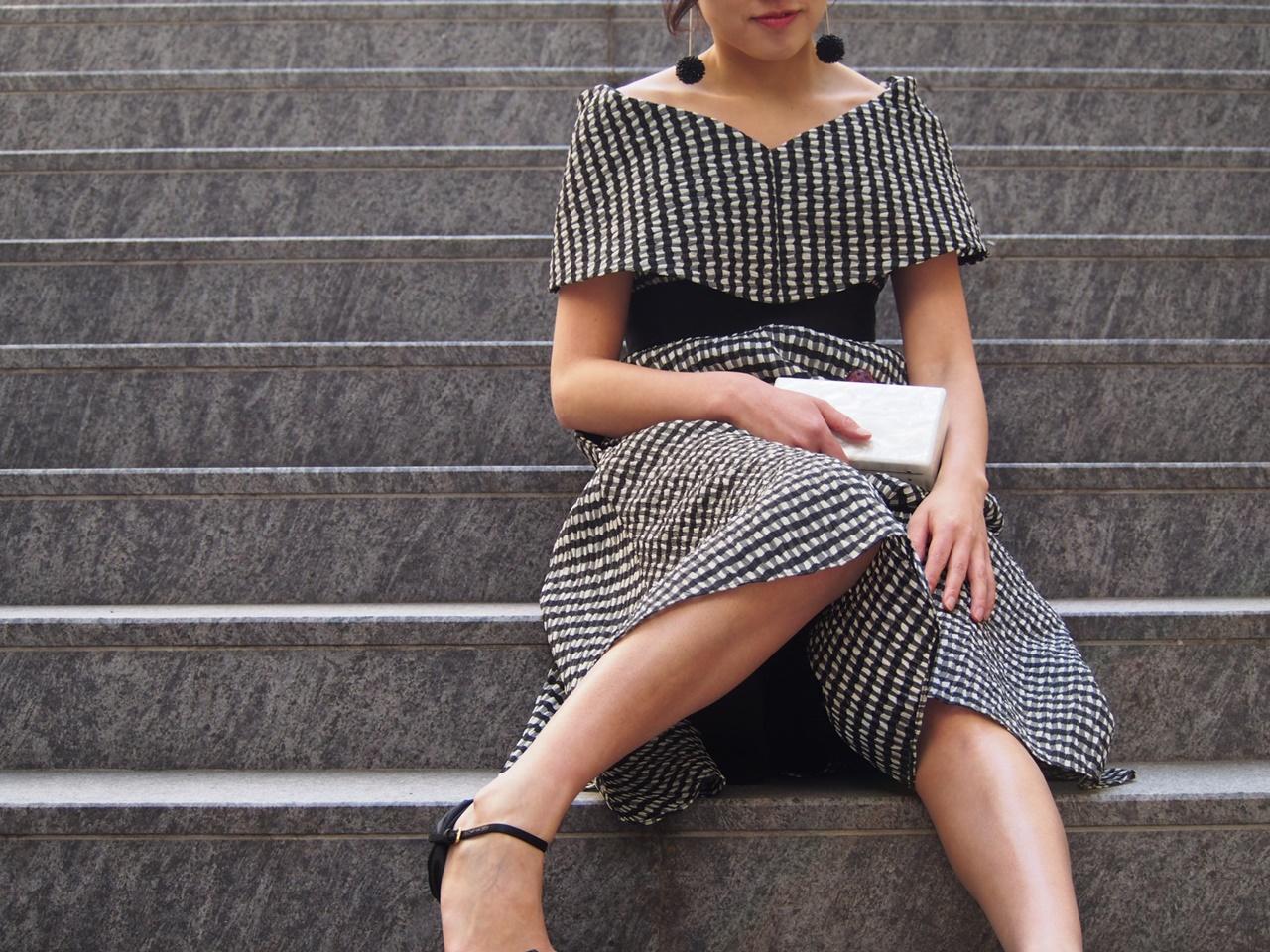 Lelarose(レラ・ローズ)の黒のギンガムチェックのオフショルダードレス
