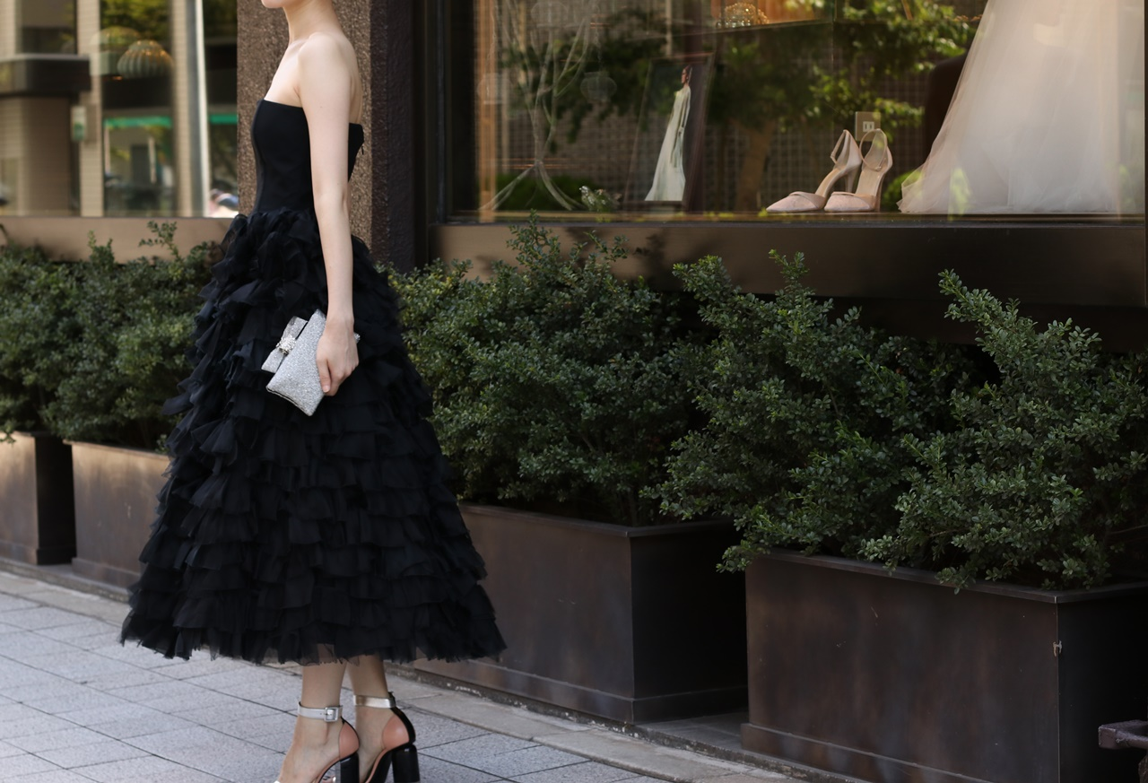 ブラックドレスのベアのドレスはは骨格診断でナチュラルタイプの方におすすめ