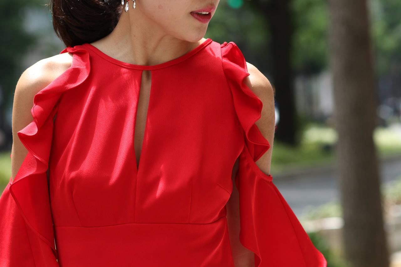 オンライン結婚式やオンラインパーティーにおすすめの赤いロングドレス
