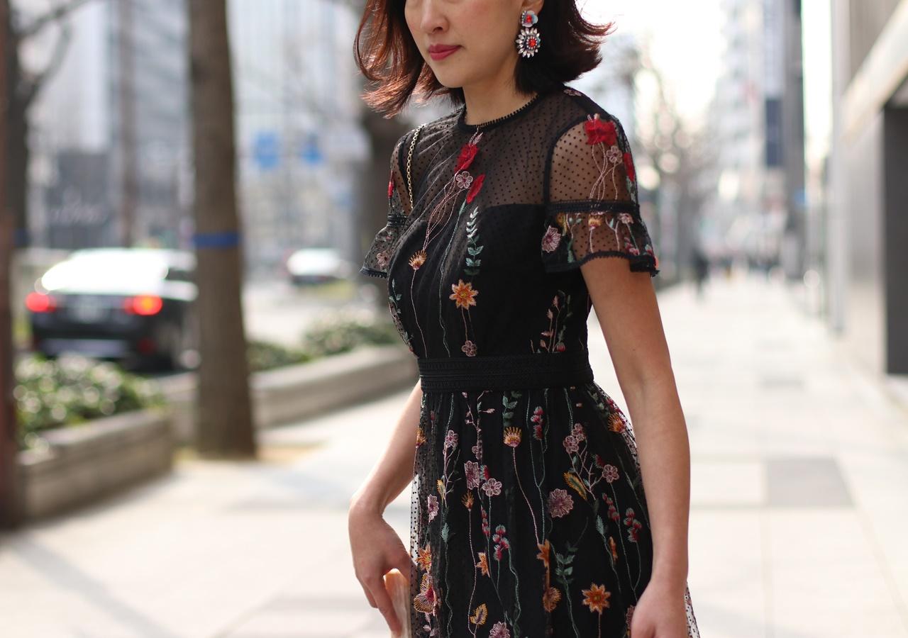 花モチーフのビジューのイヤリングはShourouk(シュルーク)のおしゃれなレンタルアクセサリー