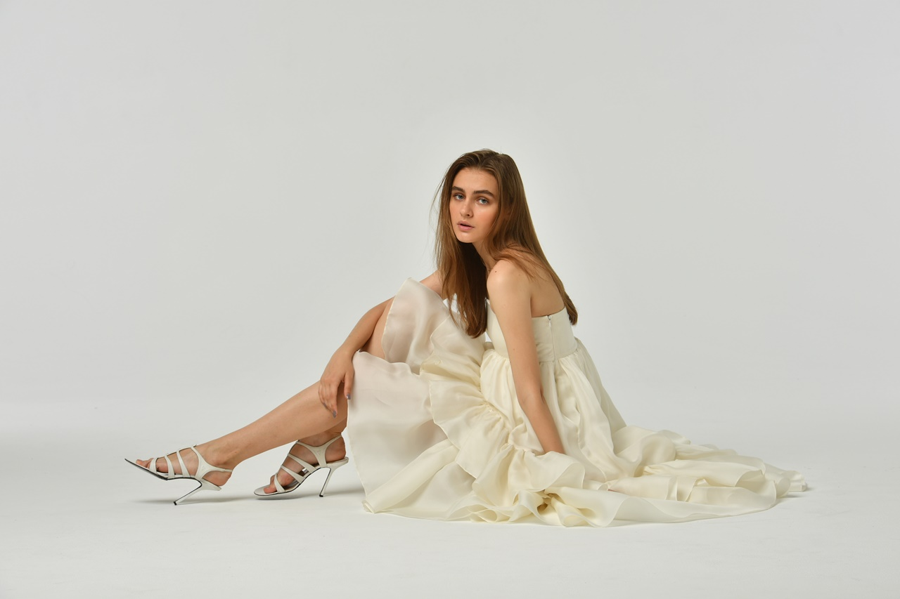 少人数結婚式におすすめのHOUGHTON(ホートン)の白いベアのウェディングドレス