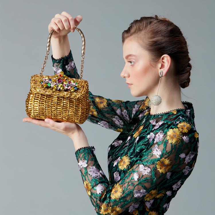 花嫁さまのおしゃれな2次会ドレスをレンタルできるHAUTE rent to runway。Houghton(ホートン)など多数取り揃えております。