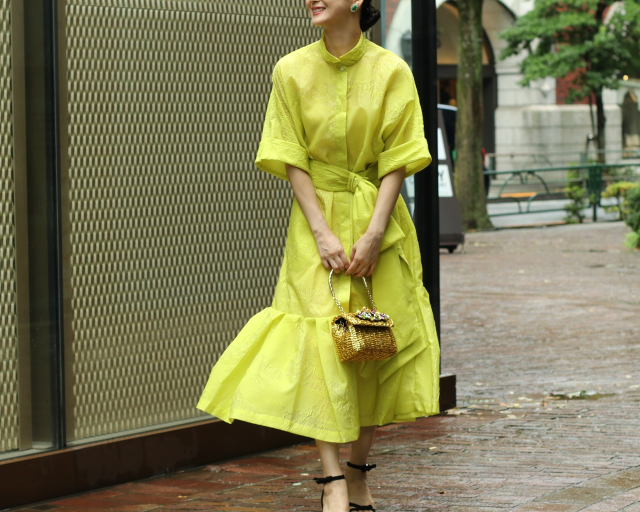 イエローベース(通称イエベ)の方におすすめのレンタルドレスはKhoon Hooi(クーン・フーイ)の黄色の社rつワンピース