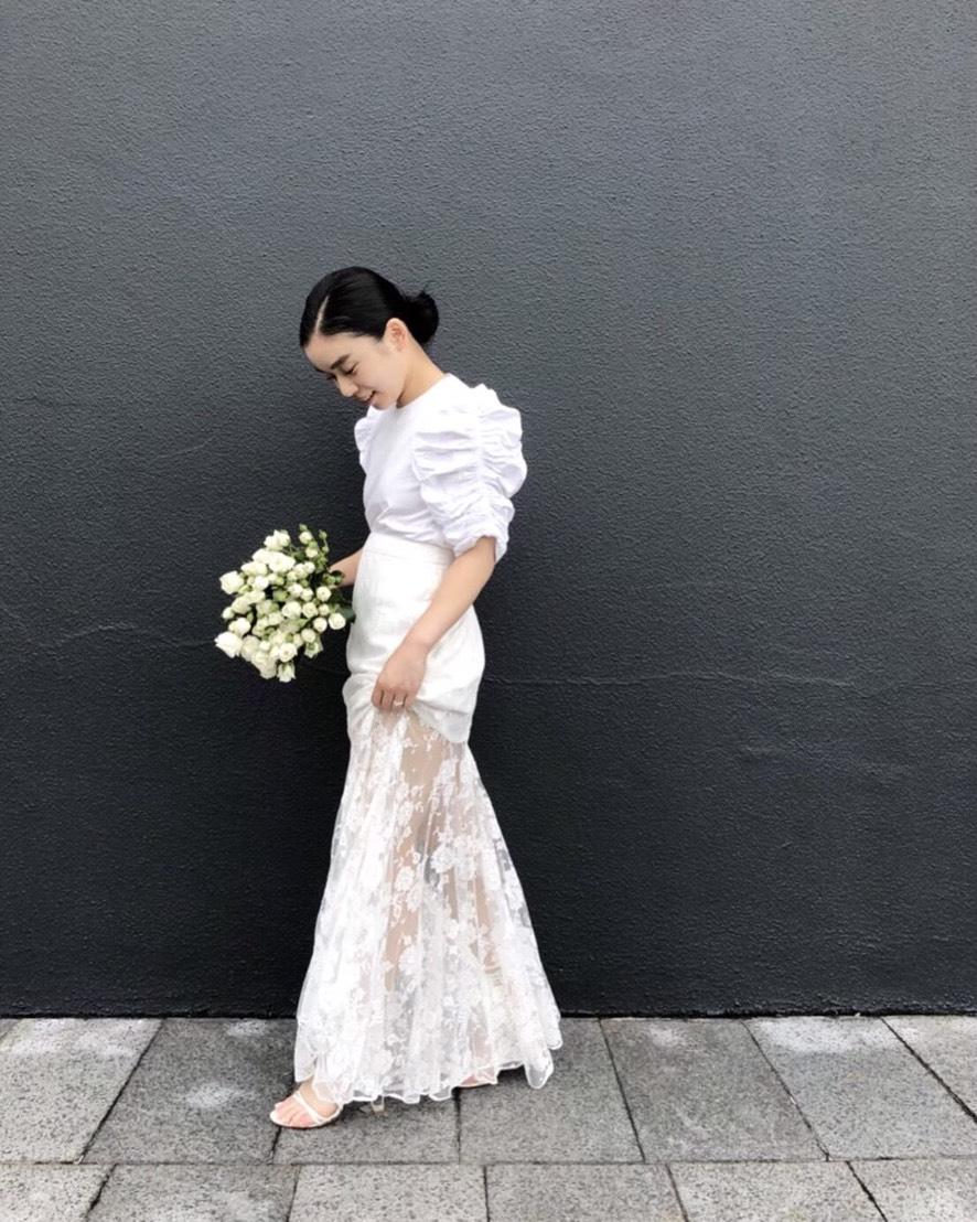 フォトウェディングにおすすめなオシャレなドレスはhoghton(ホートン)のウェディングスカートを合わせたフォトウェディング