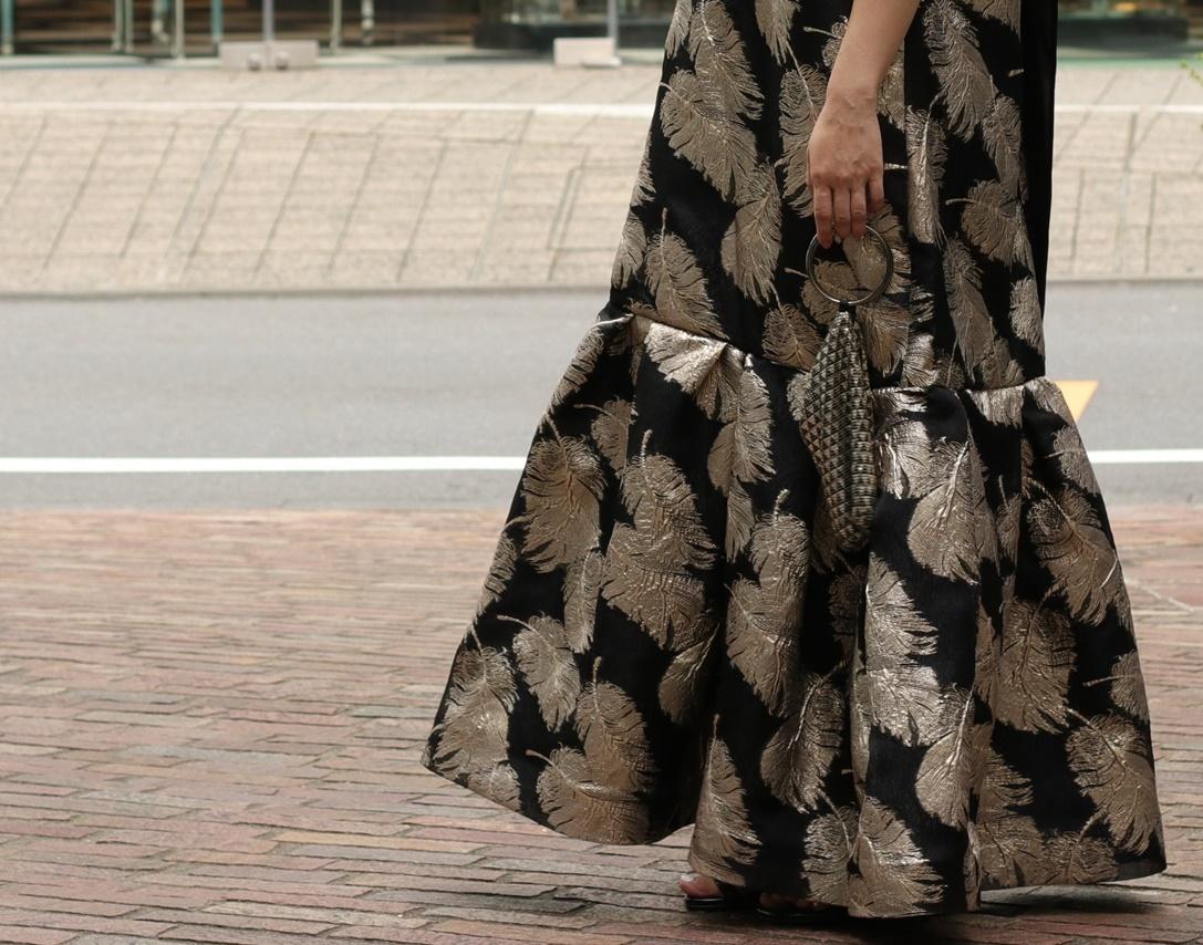 リーフ模様のジャガード素材のロングドレスは骨格ストレートの方におすすめのレンタルドレス