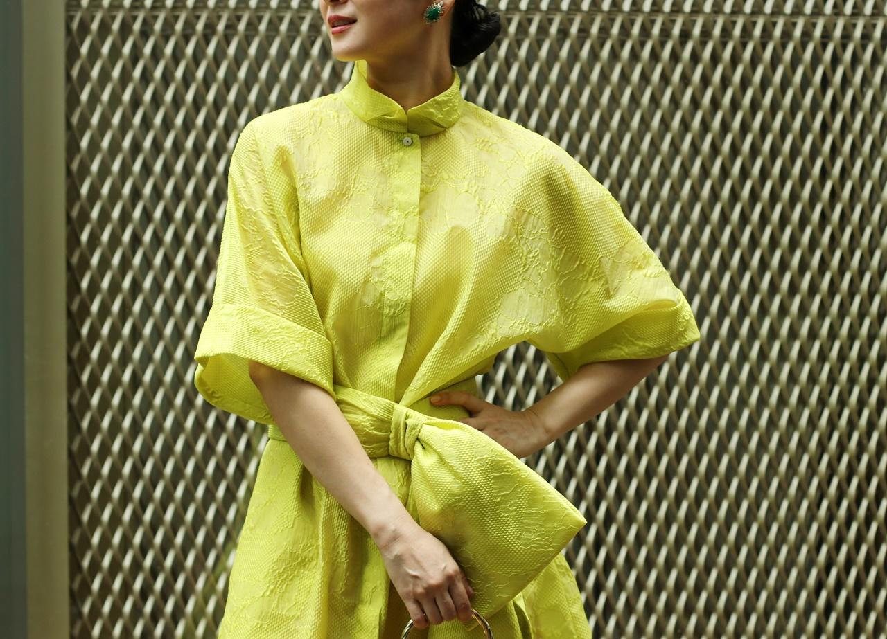 黄色のKhoon Hooi(クーン・フーイ)のシャツワンピースは骨格ナチュラルの方におすすめのレンタルドレス